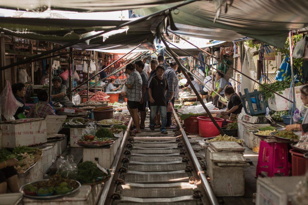 "Train Market ""Talat Rom Hup"""